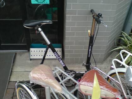 の 自転 車屋 さん の 軒先 で ...